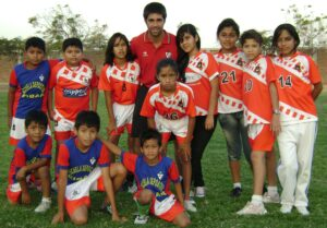 2.- Pierina con Adrian nuestro cooperante 2012 (1)