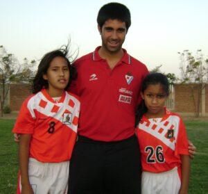 2.- Pierina con Adrian nuestro cooperante 2012 (2)