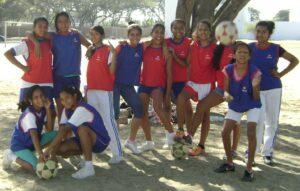 3.- Pierina y compañeras de equipo femenino sub 12 - 2013