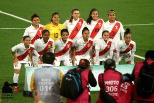 5.- Selección Peruana de futbol femenino con Pierina como integrante (1)