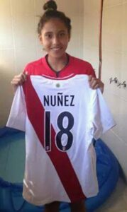 5.- Selección Peruana de futbol femenino con Pierina como integrante (2)