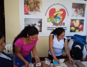 Asociación de Nujeres Emprendedoras Dios es Amor de San Juan de San Lorenzo particpan en Feria 20191208_1007 (14)