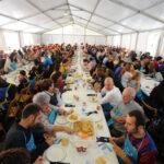 Ediciones. Comida solidaria organizada por ONGs en Unzaga. Eibar. (17-10-2015). Foto: Félix Morquecho.