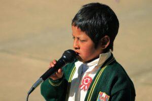 Niños de Huacatinco recitando