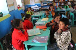 Niños y niñas practicas de vocalización en Andamayo